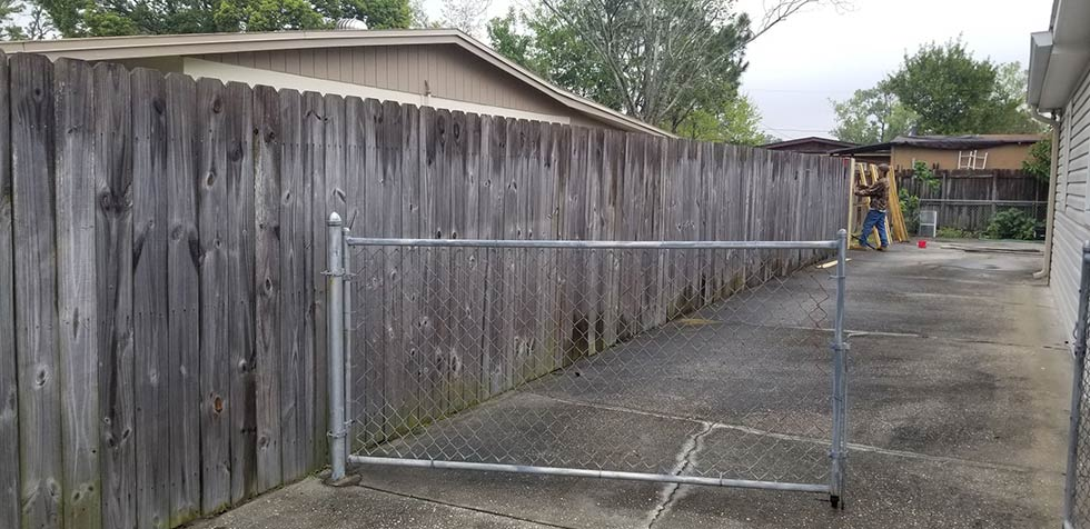 Fence Staining Jacksonville 1